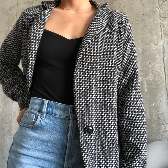 White and black patterned blazer jacket